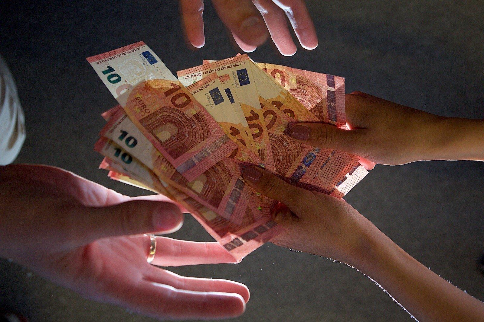 kur ir kaip galima užsidirbti papildomų pinigų)
