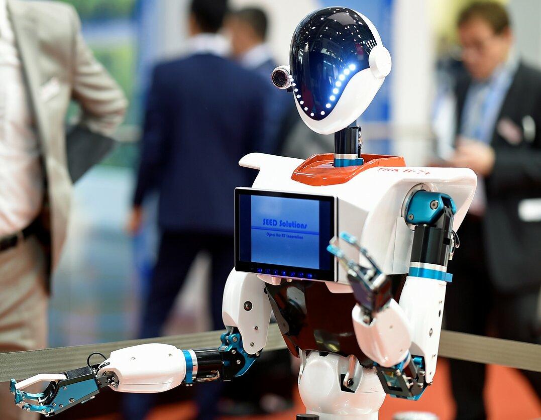 prekybos robotai pagal naujienas)