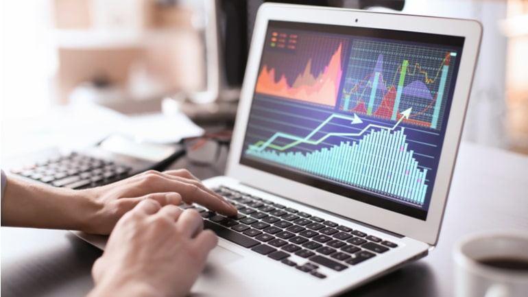 Akcijų CFD prekyba | Prekiaukite akcijomis | Plus