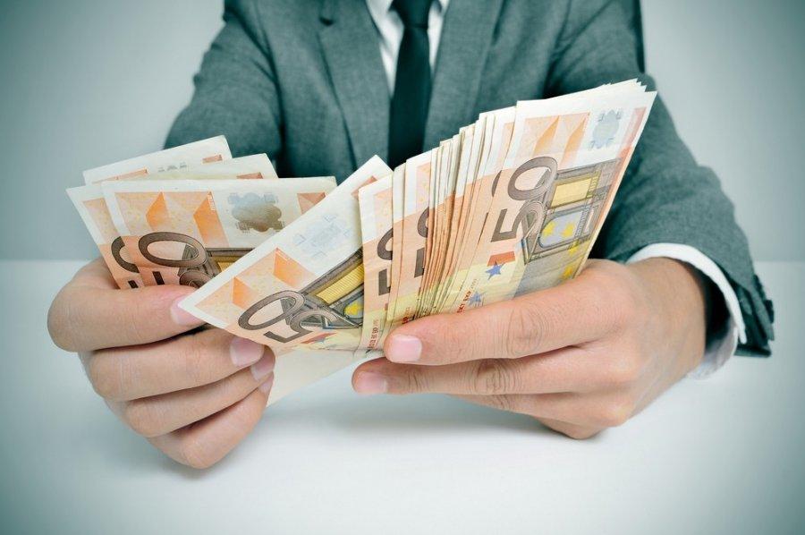 ir pradėjo uždirbti pinigus)