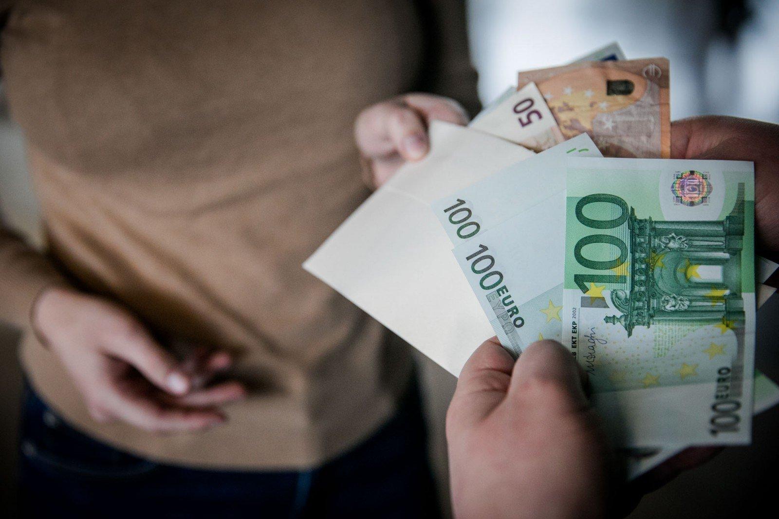 tikri žmonės, kurie uždirbo pinigus)