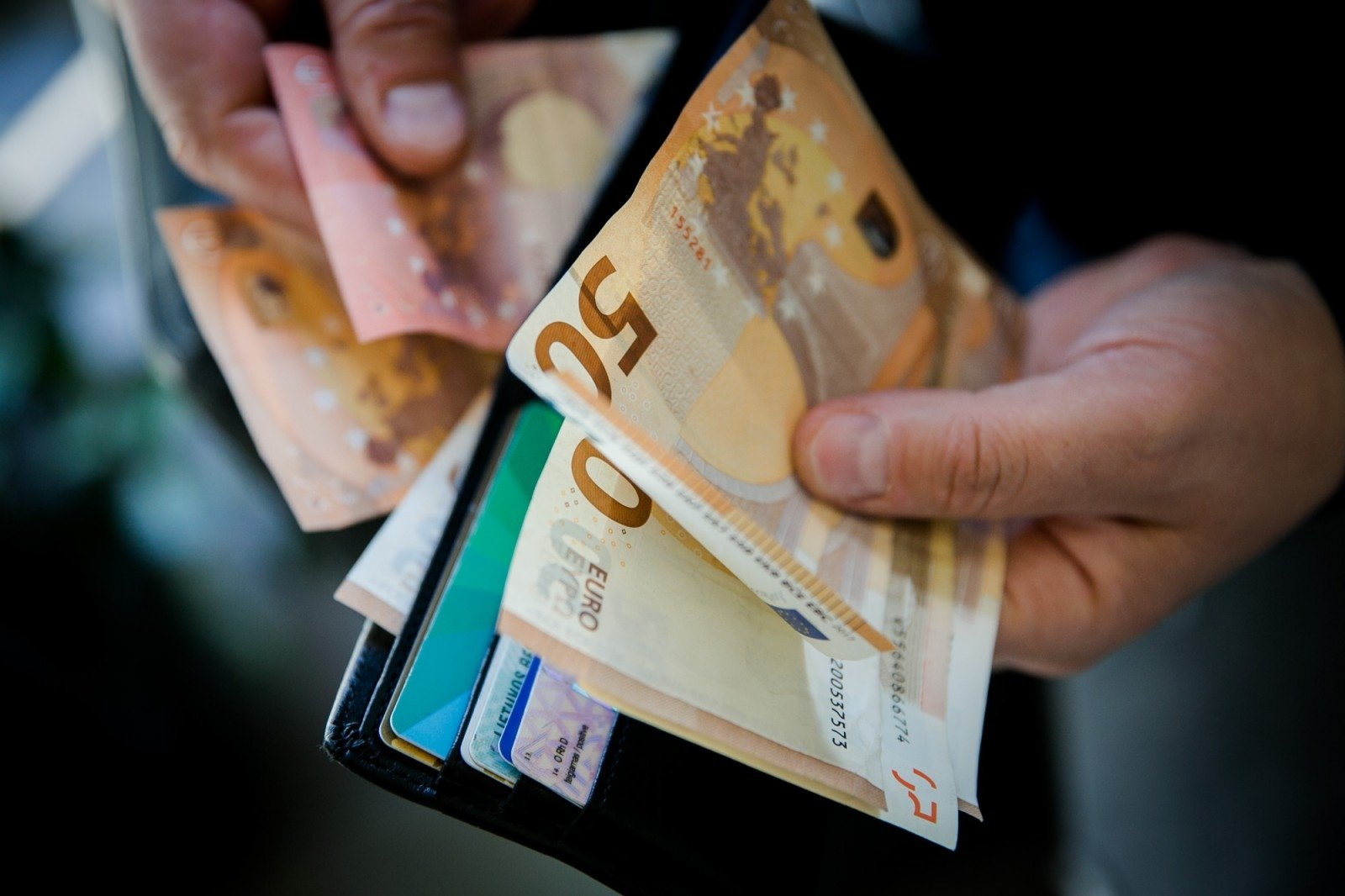 kaip jaunimas uždirba daug pinigų