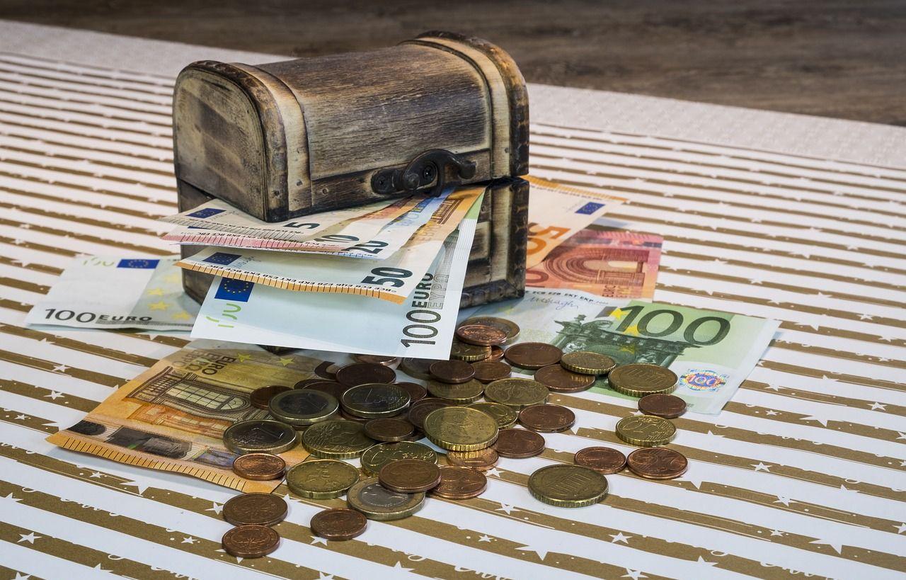 uždirbti daug pinigų iš nieko)