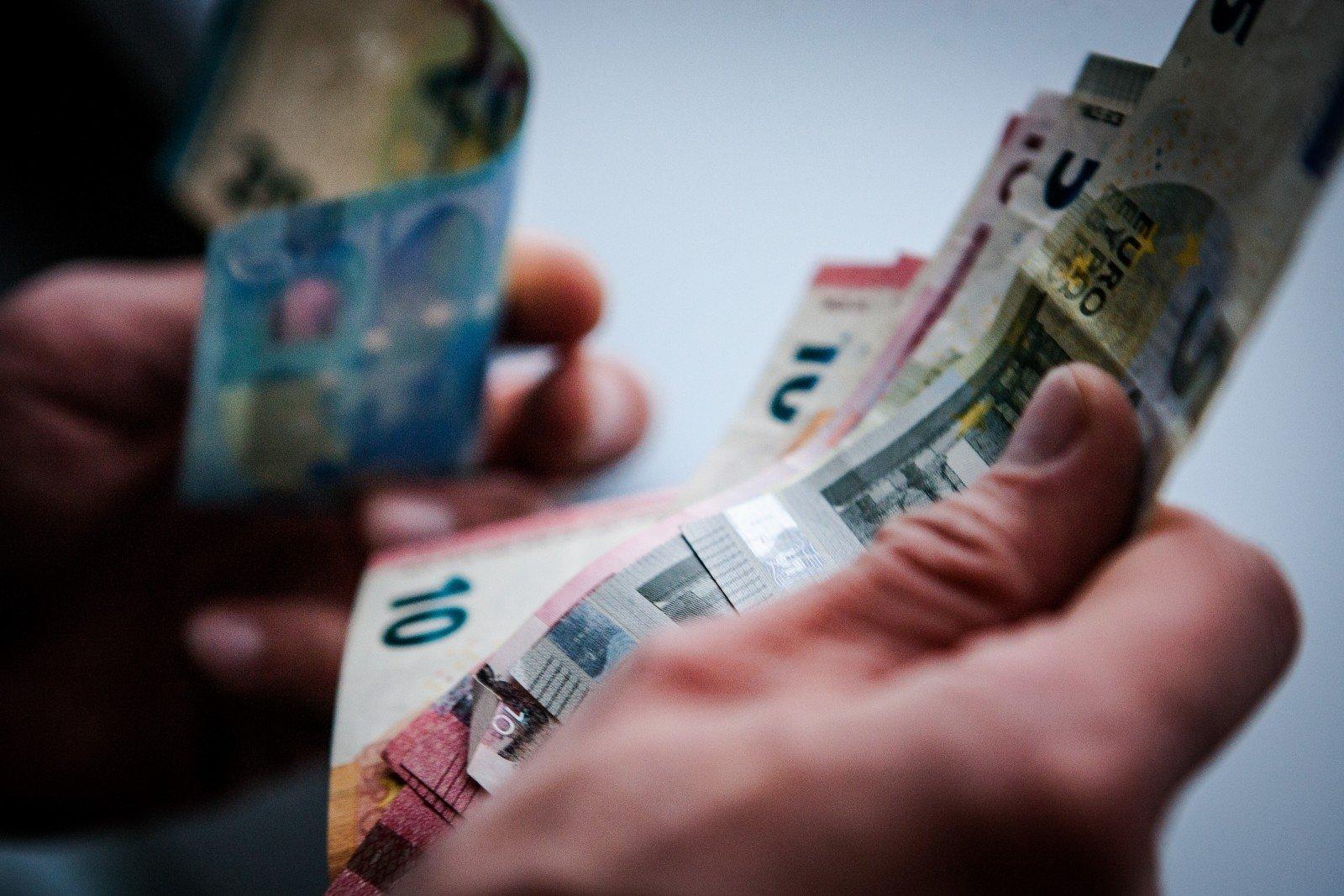 pinigai nepadeda uždirbti
