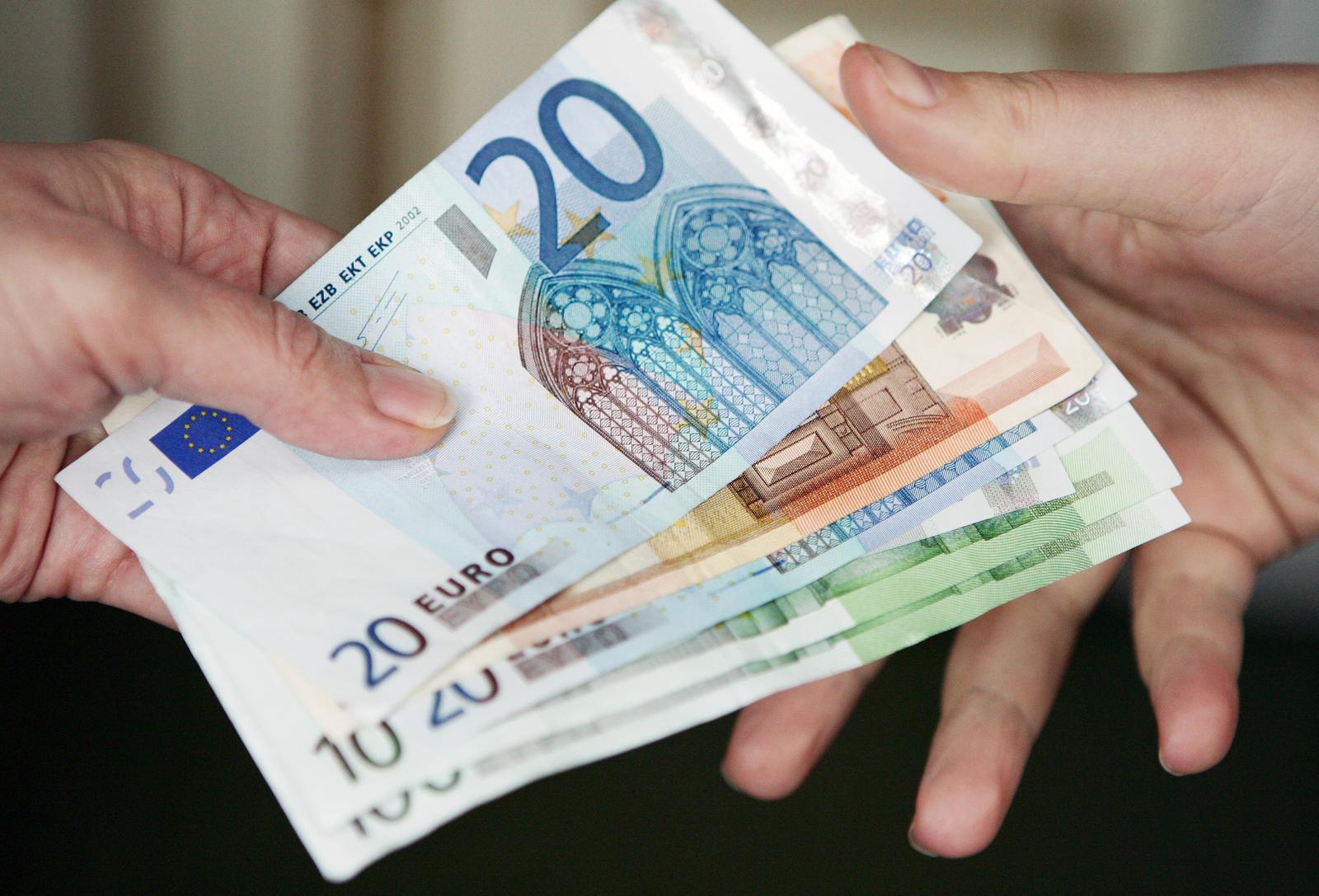 kas uždirba pinigus krizės metu
