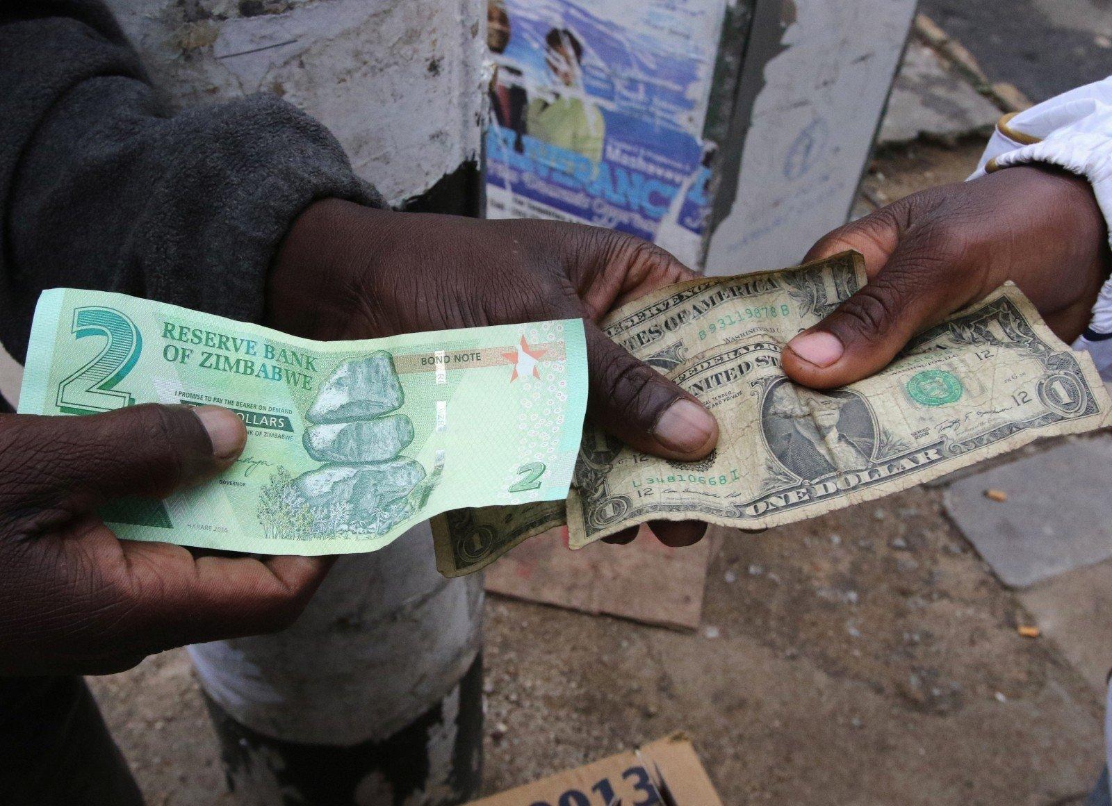 Litus keičiame į eurus, o juk galime į JAV dolerius, Kiek dolerių pasirinkimo galimybė