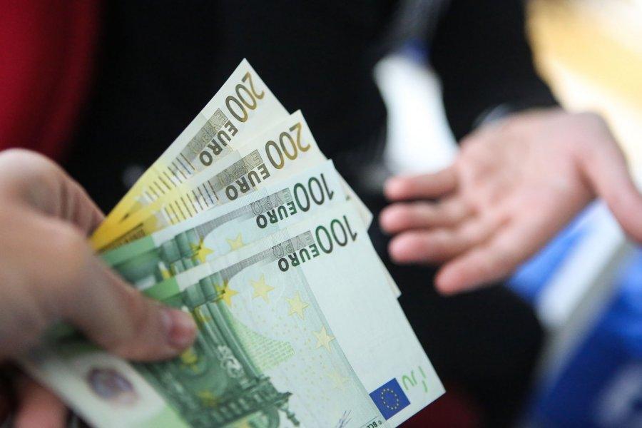Kaip užsidirbti 10 pinigų per mėnesį 14 idėjų, kur investuoti eurų