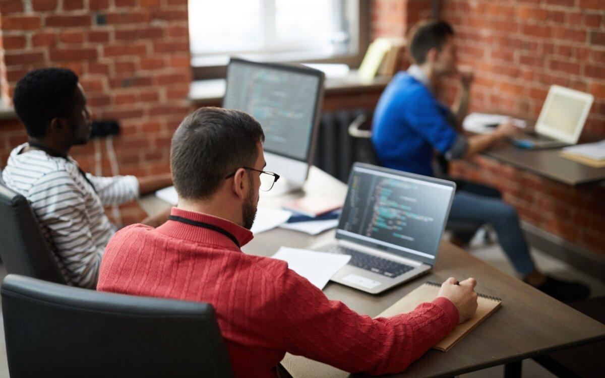 Ką reikia žinoti apie atlyginimą? Internetinės pajamos nuo